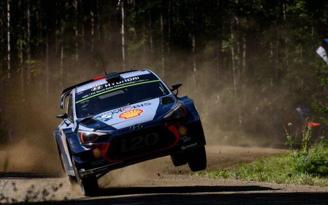 Thierry Neuville, nuevo líder del mundial de rallyes