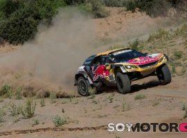 Accidente de Peterhansel; Sainz, más cerca de su tercer Dakar