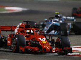 Vettel tumba la estrategia de Mercedes en Bahréin, Alonso 7º