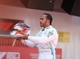 Rodillo de Hamilton en España; Sainz remonta y termina octavo